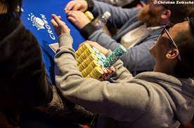 Playing a Big Stack in a Poker Tournament